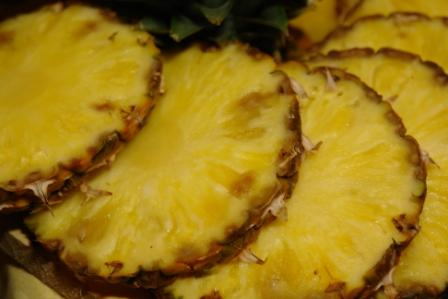 alkaline-based-foods-acidic-pineapple